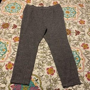 Old Navy black and white skinny leg trousers. LG